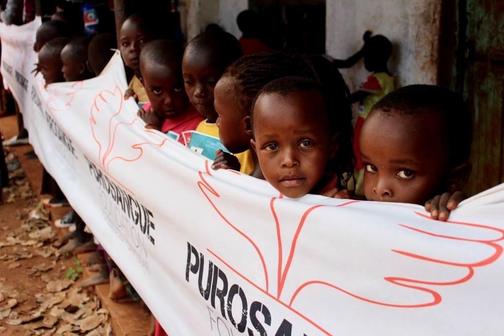bambini africani sorridono
