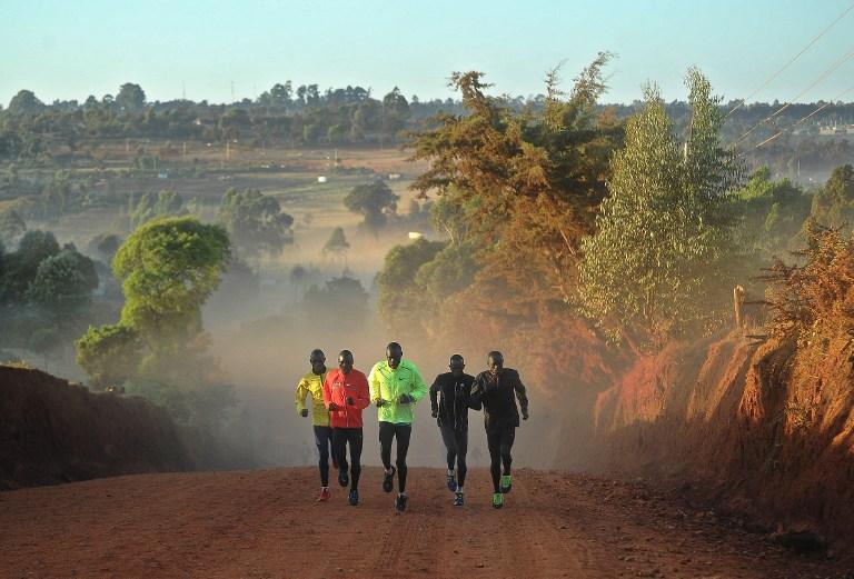 Ragazzi africani che corrono