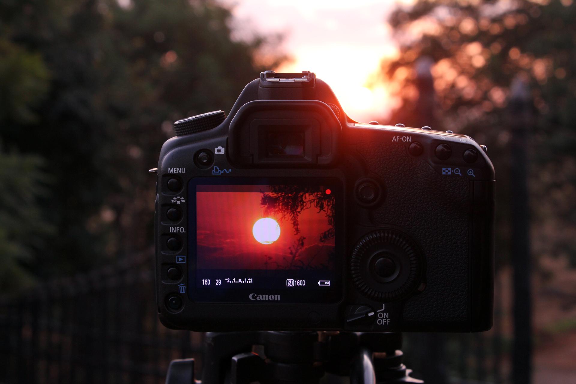 display di macchina fotografica che inquadra il sole aficano